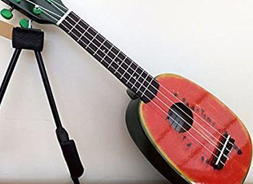 Guitarras Pequeñas de cuatro cuerdas